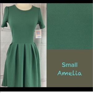 LuLaRoe Amelia in Green ~ versatile and so YOU!